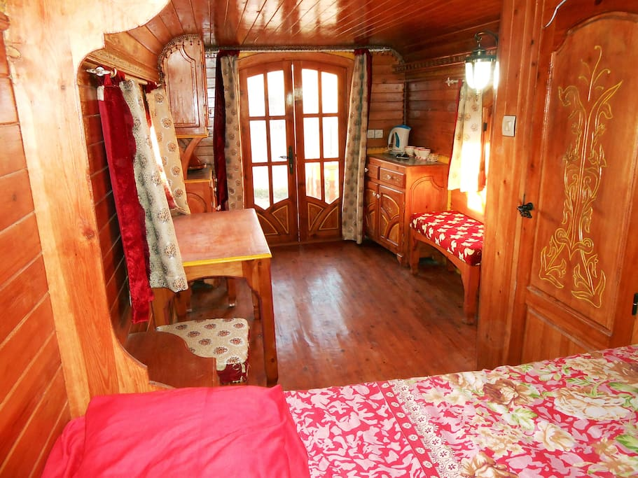 Equipped with a double bed, table and chairs
