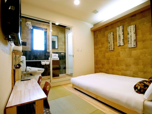 Unique traditional Japanese style room  ensuite