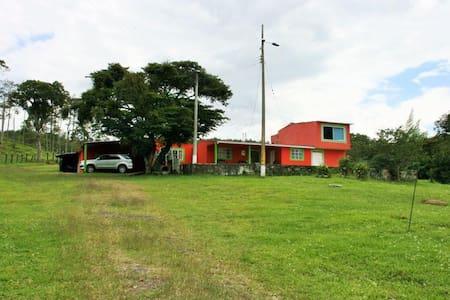 FINCA ECOTURÍSTICA PARA VACACIONES - Bucaramanga - Hus