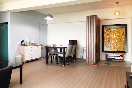 遼闊美景,邀請您來『 台南 家 』作客,享受賓至如歸的感覺(平日包戶含三間房) - South District - Apartment