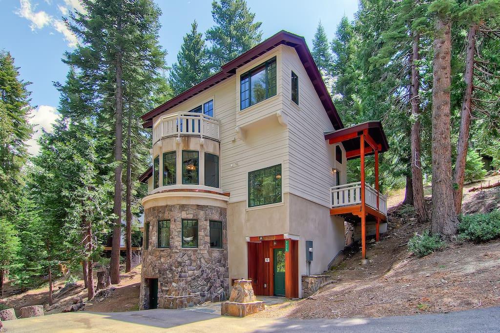 Yosemite 39 s ahwahnichi lodge case in affitto a parco for Cabine di alloggio del parco nazionale di yosemite