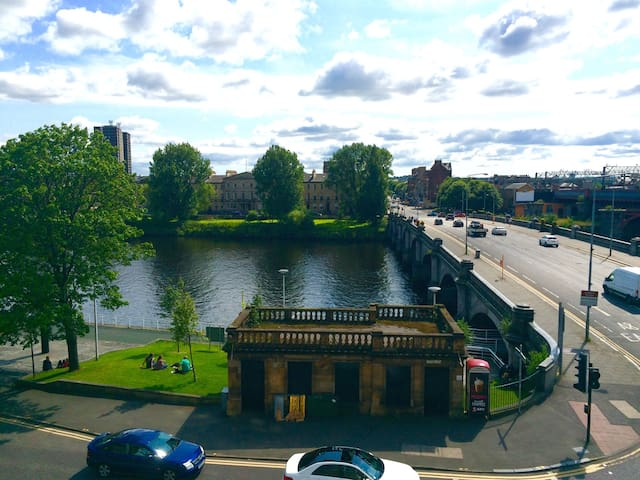 Stunning views and super central. - Glasgow - Appartement