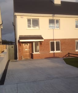 Beautiful room in new house - Portlaoise - Hus