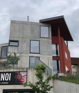 Endingen - Zuhause mit Aussicht im modernen Zimmer