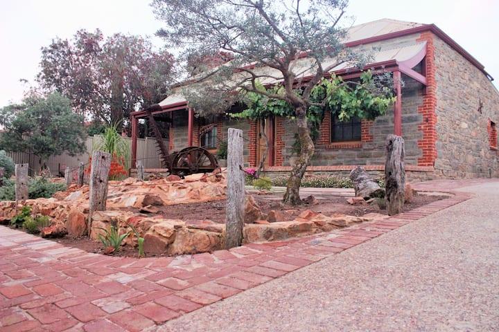 Angastons Rusty Olive, Barossa Valley B&B