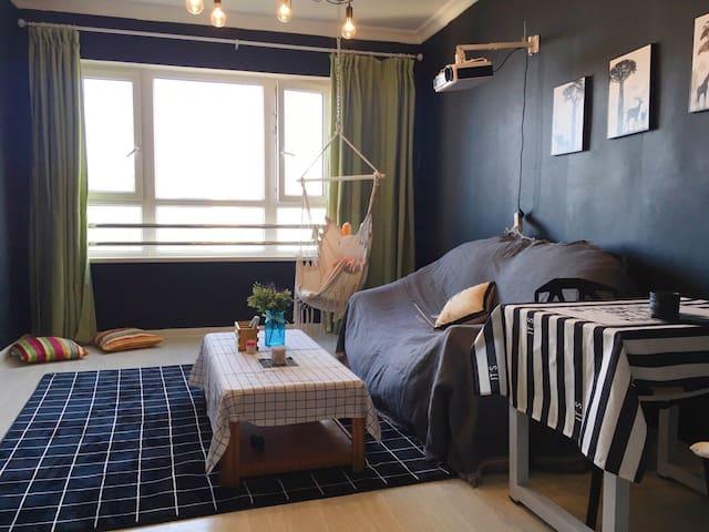 星海广场6人家庭100平海景房,小秋千海景房,粉色蚊帐房……别墅区正规两室一厅家庭房。