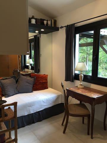 Troisième chambre avec 1 lit.