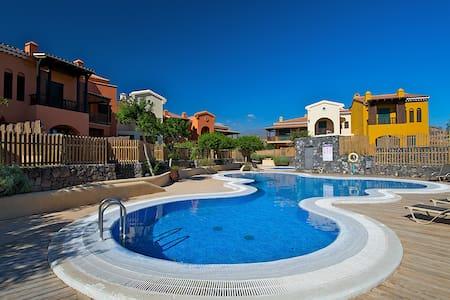 Villa 180 m2 - 2 dormitorios/jardín/piscina/garaje