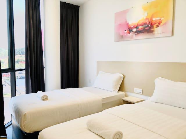马来西亚吉隆坡国际机场KLIA和KLIA2坐标酒店豪华双人双床大窗房靠近奥特莱斯免税