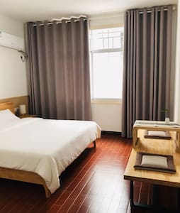 一格小筑带独立卫生间的双人大床房