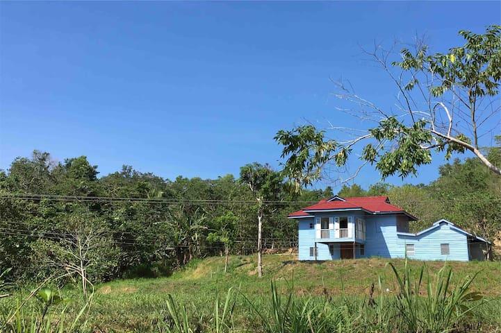 """Rustic Kampung House ~ """"Madu"""" Room @ ukkay"""