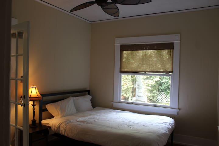 Burgundy Room- Private Room in West Hollywood - West Hollywood - Maison