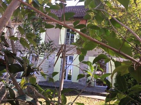 Charmante maison ch 1, axe A62 ouest d'Agen statio
