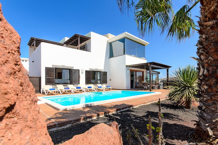 Marvellous Villa With Swimming Pool And Sea Views