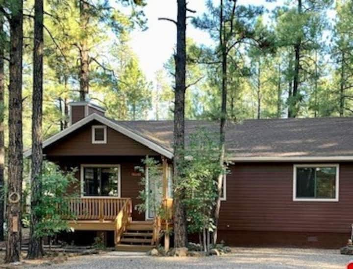 3 Bedroom Cabin  with Wi-Fi & Fireplace in Pinetop