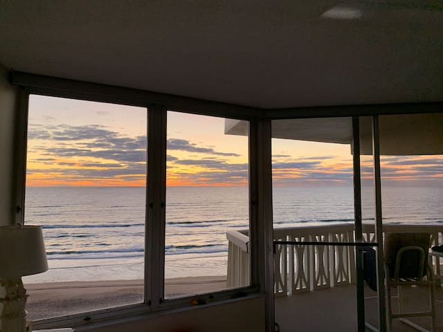 Lovely Ocean Front Condo with stunning ocean views