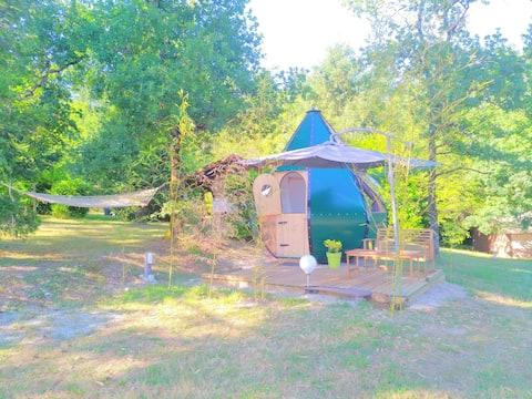 Logement insolite cabane goutte piscine Dordogne