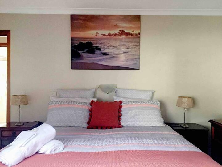 Rye 2 Bedroom ⭐ Walk to Shops & Beach + Free Wine + Wifi + Netflix + Parking