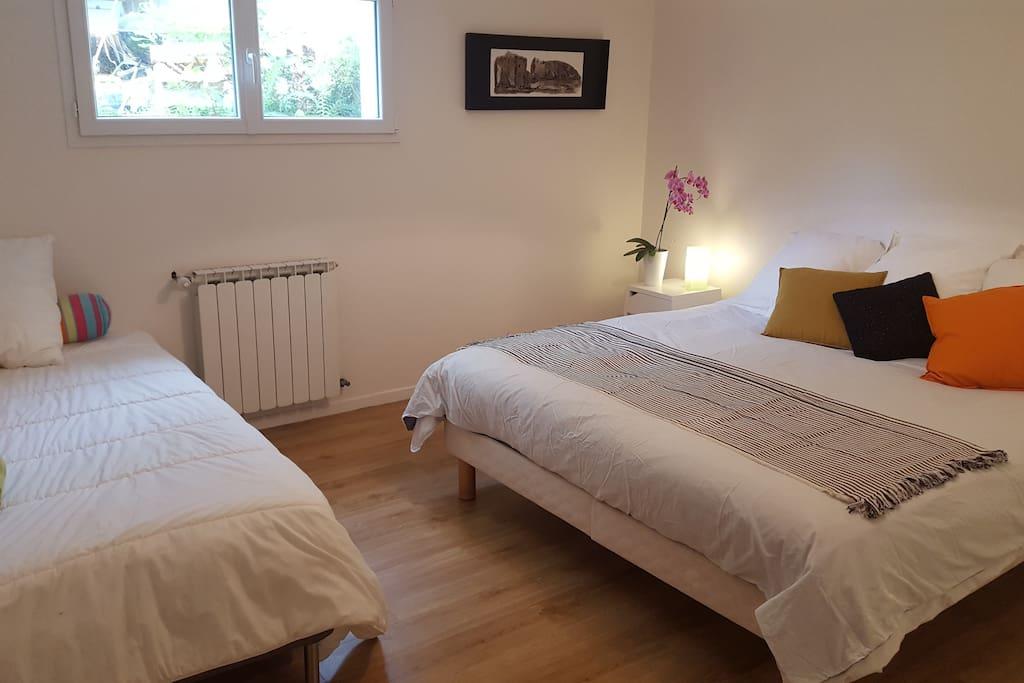 chambre 1 de 20m2 avec lit 180 et grande penderie plus un lit en 90