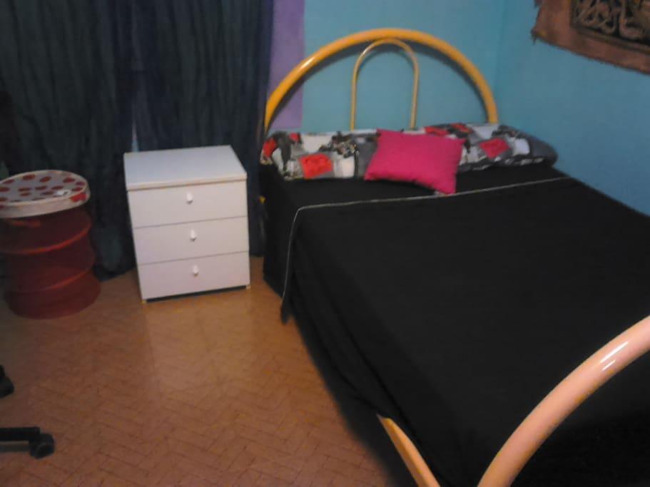 Camera letto a 1 piazza e mezzo - Room double bed - Quarto con cama doble