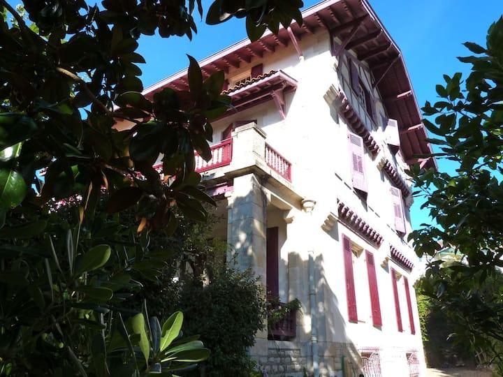 VillaEtxeGorria (4) Biarritz center