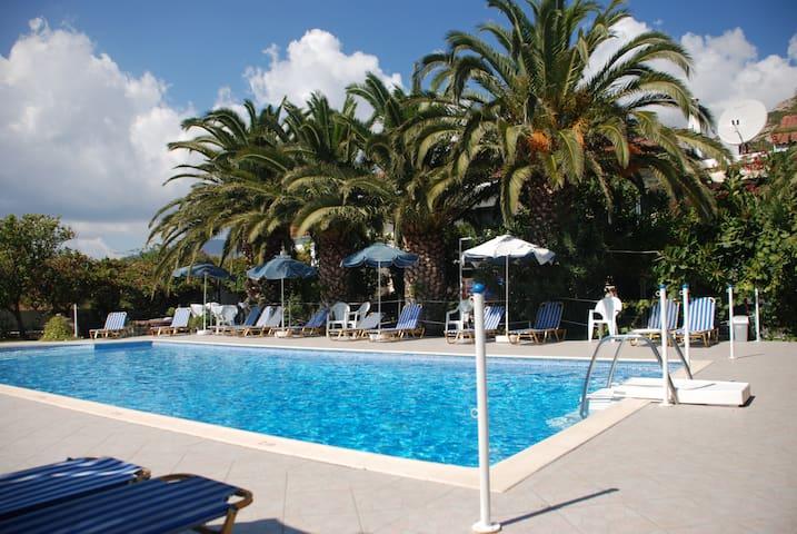 Pool Studios close to beach/airport (Villa Anna)