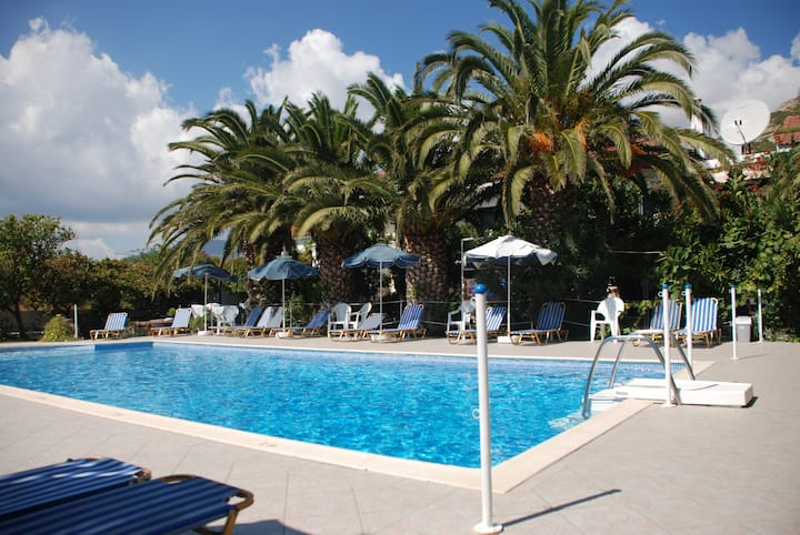 Pool Studios close to beach/airport (Villa Anna)
