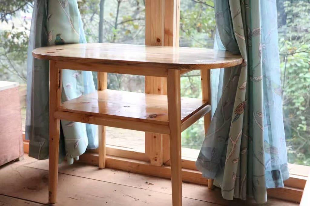 手工制作的桌椅