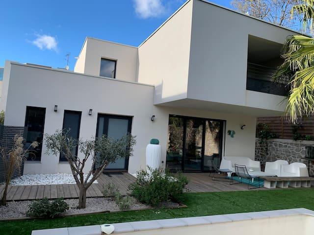 Villa moderne piscine proche centre Montpellier