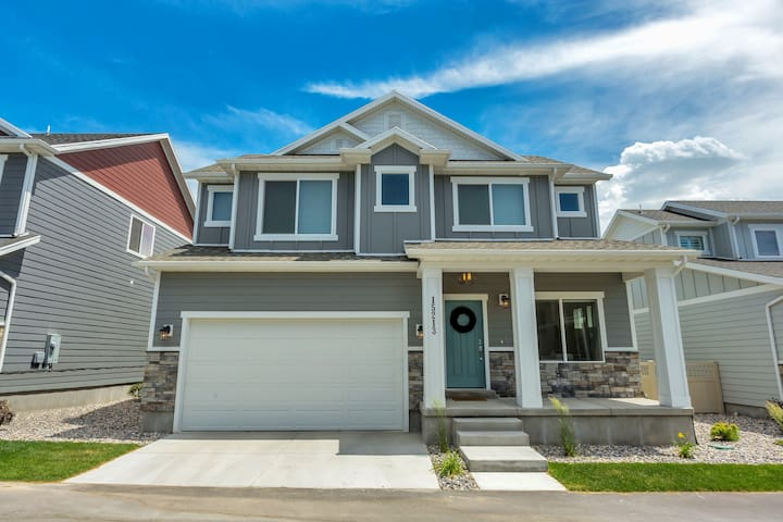BRAND NEW PROFESSIONALLY DESIGNED HOME - Bluffdale