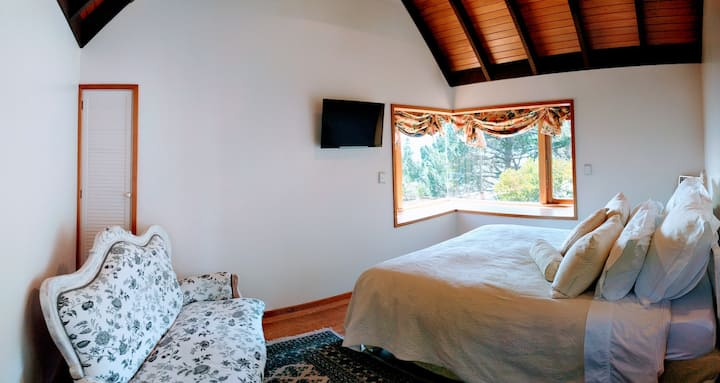 Private Guest suite in bush 5 min from the airport