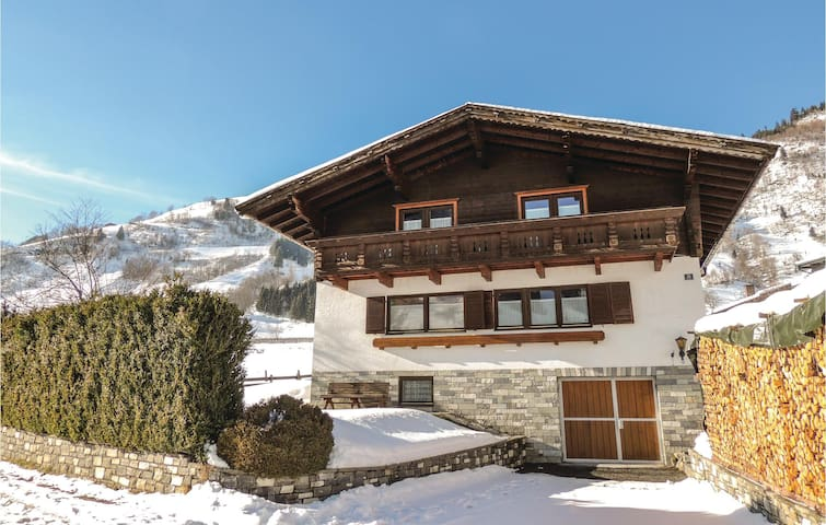 Holiday cottage with 5 bedrooms on 170 m² in Rauris
