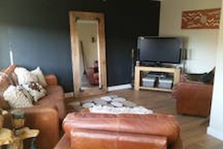 Modern, clean and spacious 4 bed house near metro - Hebburn - Dom