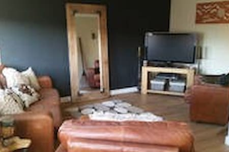 Modern, clean and spacious 4 bed house near metro - Hebburn