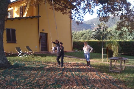Umbria, Country house. Kids 11 & 9 - Pierantonio - Huis
