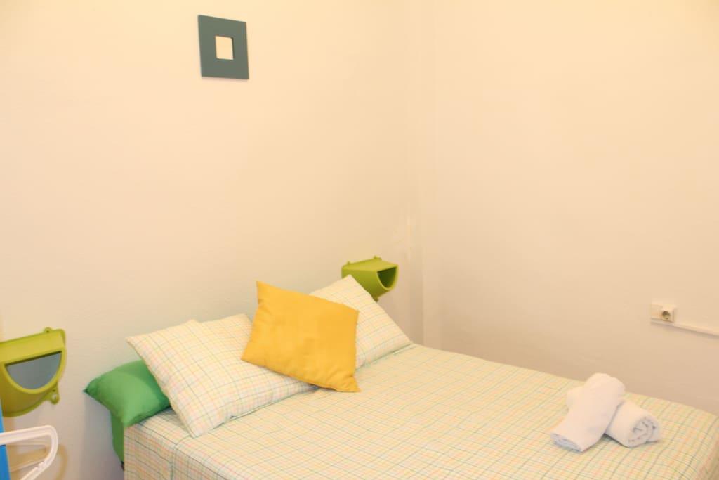 Doble room in valencia wi fi b2 appartements louer val ncia comunidad valenciana espagne for Louer une chambre sans fenetre
