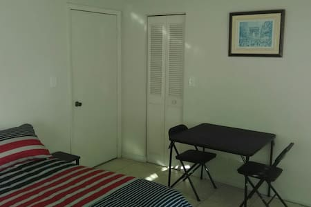 Large en suite private bedroom - Lauderdale Lakes - Leilighet