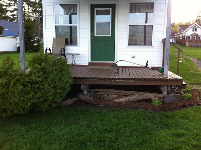 Clean and cozy cottage with loft on Portage Lake - Chassell - Cabaña
