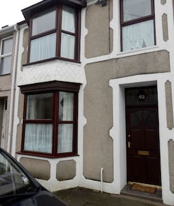 Large terraced house situated in quiet street. - Porthmadog - Talo