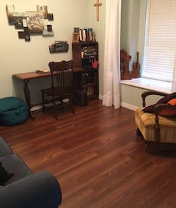 Private Study with office space & couch avail! - Dallas - Casa