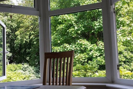 Large Bright Double Room in Private estate in quiet leafy grounds of Historic Building 5m walk from Kilmainham Gaol, 15m to Guinness HopStore, 5m to LuasTram & 30m to CityCentre.Bus stop & DublinBikes at front gate, be in the CityCentre in 10m :)
