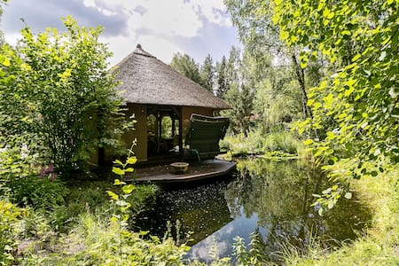 Gorgeous dacha with pond and forest - Hus