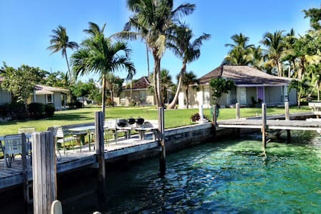 Dock Next to Your Waterfront Villa! - Treasure Cay - 別荘