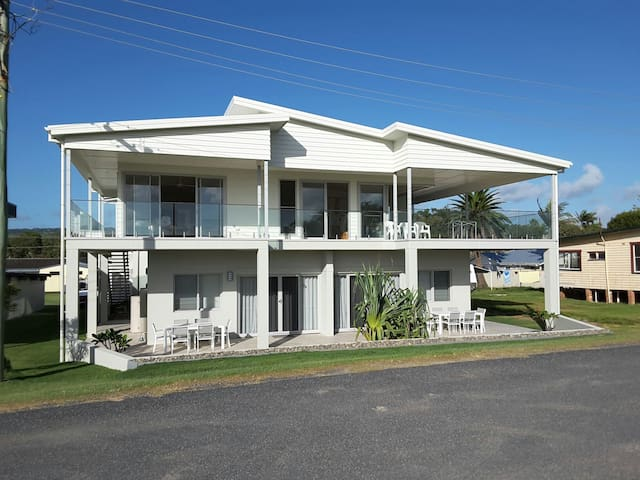 Whale Watch Studio - Woolgoolga