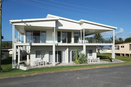 Whale Watch Studio - Woolgoolga - Vila
