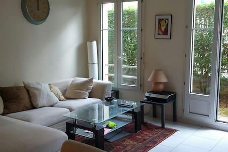 Appartement PARIS / VAL D'EUROPE - jardin privatif - Bussy-Saint-Georges - อพาร์ทเมนท์