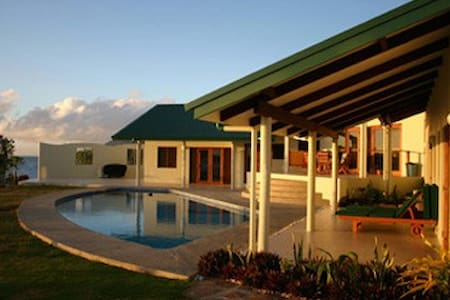 Fiji luxury oceanfront villa & pool
