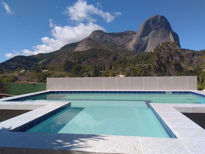 Casa c piscina , 04 suítes , Vista da Pedra Azul !