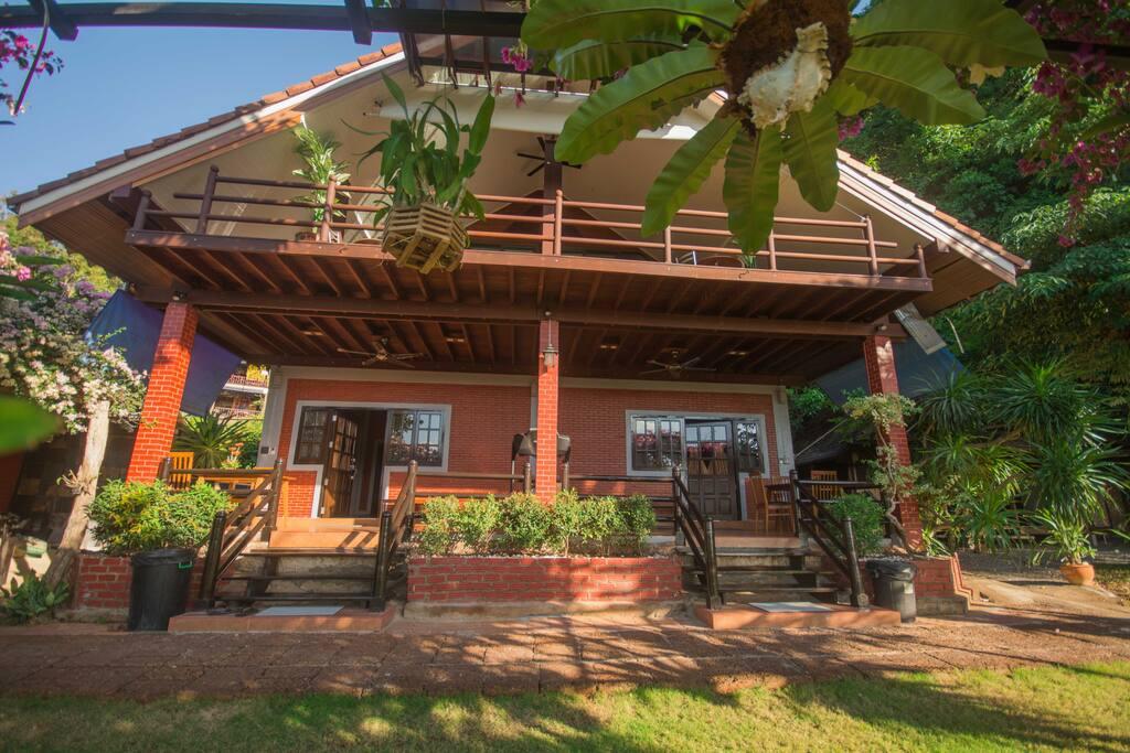 the whole villa, cabin 2 in the right half of the whole villa