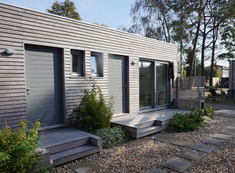 charming tiny house close to lakes guesthouse for rent in berlin berlin germany. Black Bedroom Furniture Sets. Home Design Ideas
